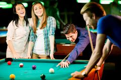Young people playing pool Royalty Free Stock Images