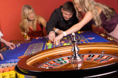 Young people playing roulette, casino Royalty Free Stock Photography