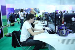 Young people playing video games Royalty Free Stock Photos
