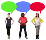 Young people talking with speech bubble and copyspace Royalty Free Stock Photos