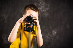Young photographer with camera on a tripod. Ready to take pictures Royalty Free Stock Photos