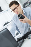 Young photographer working on laptop Royalty Free Stock Photos