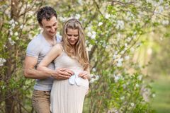Young pregnant couple outdoors in spring Royalty Free Stock Photos