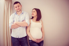 Young pregnant couple Royalty Free Stock Photos
