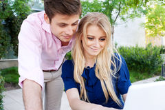 Young professional couple on laptop Royalty Free Stock Photos