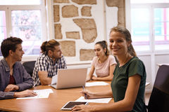Young professionals in a brainstorming session Royalty Free Stock Photos