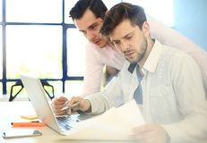 Young professionals work in modern office. Blurred,sunlights Royalty Free Stock Photos
