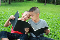 Young readers Royalty Free Stock Photos