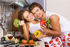 Young romantic couple in the kitchen Royalty Free Stock Photos