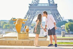 Young romantic couple in Paris near the Eiffel tower Royalty Free Stock Photos