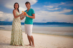 Young romantic couple relaxing with two cocktails Royalty Free Stock Images
