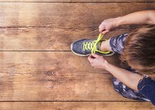 Young runner tying her shoes Royalty Free Stock Photos