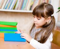 Young schoolgirl reading a book Royalty Free Stock Photos
