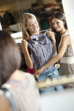 Young shoppers! Royalty Free Stock Photos