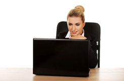 Young smile businesswoman behind the desk, using laptop Stock Photography