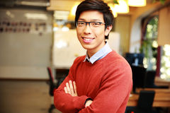 Young smiling asian man with arms folded Royalty Free Stock Images