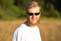 Young smiling bearded man in sunglasses Royalty Free Stock Photography
