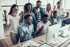 Free Young Smiling Business Team Celebrating In Office Royalty Free Stock Images - 124959349