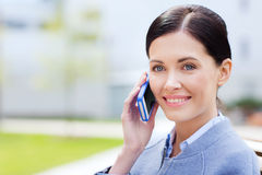 Young smiling businesswoman calling on smartphone Royalty Free Stock Photography