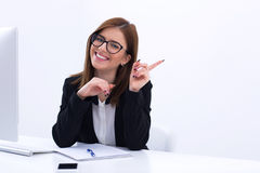 Young smiling businesswoman sitting at her workplace Royalty Free Stock Photos