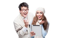 Young smiling casual couple holding tablet Royalty Free Stock Photography