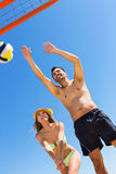 Young smiling couple playing volleyball Royalty Free Stock Photography