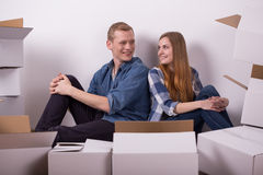 Young smiling pair sitting Royalty Free Stock Images