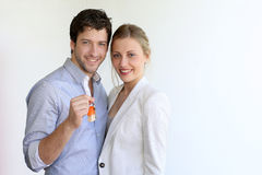 Young smiling smart couple isolated holding keys Stock Photography