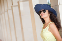 Young smiling woman with hat and sunglasses Royalty Free Stock Photos