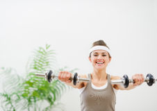 Young sport woman making exercise with dumbbells Royalty Free Stock Photos