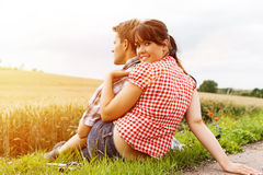 Young sportive couple hiking outside Royalty Free Stock Photography