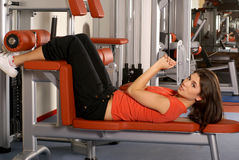 A young and sporty brunette doing exercise Royalty Free Stock Photography