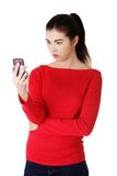 Young surprised woman reading a message Royalty Free Stock Photo