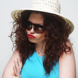 Young surprised woman wearing hat and sunglasses Royalty Free Stock Photos