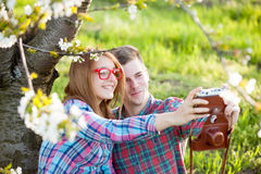 Young teen couple with camera Royalty Free Stock Photos