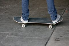Young teen on skateboard in skate park Royalty Free Stock Photos