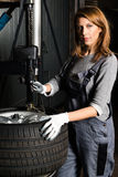 Young trainee changing  car tyre Royalty Free Stock Photos