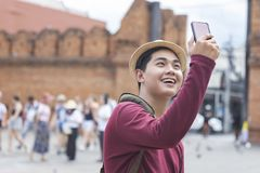 Free Young Traveller Taking A Photo With Smart Phone Royalty Free Stock Photos - 153310898