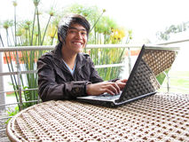Young using laptop outdoors Royalty Free Stock Photography
