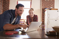 Young white couple using laptop in kitchen, close up Royalty Free Stock Photos