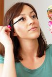 Young woman applying makeup Royalty Free Stock Photos