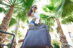 Young woman with bag and smartphone Stock Photography