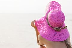 Young woman with beach hat Royalty Free Stock Photography