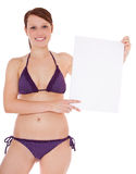 Young woman in bikini holding blank sign Royalty Free Stock Photos