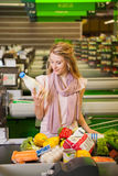 Young woman buying food at the grocery Royalty Free Stock Photos