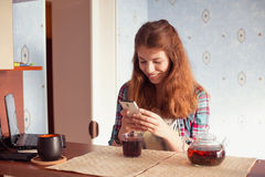Young woman with cell phone Royalty Free Stock Images
