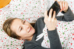 Young woman chat on the smartphone Royalty Free Stock Photos