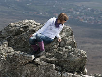 Young woman on cliff edge Royalty Free Stock Photos