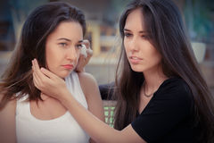 Young woman comforting tearful friend Royalty Free Stock Photos