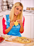 Young woman cooking at kitchen Royalty Free Stock Images